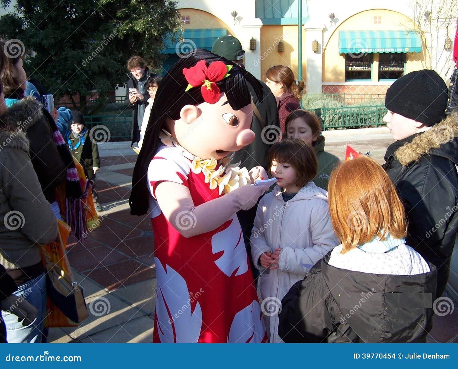 Disneyland Paris Lilo Signing Autographs For Fans