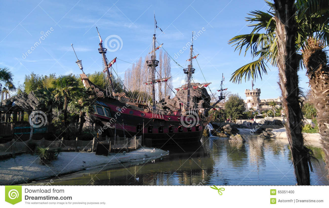 DISNEYLAND PARIS Pirate Ship