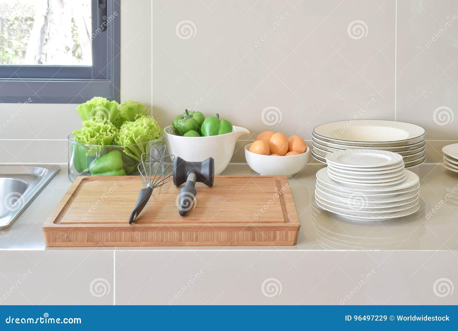 Dispensa Con Articolo Da Cucina E L\'utensile In Cucina ...