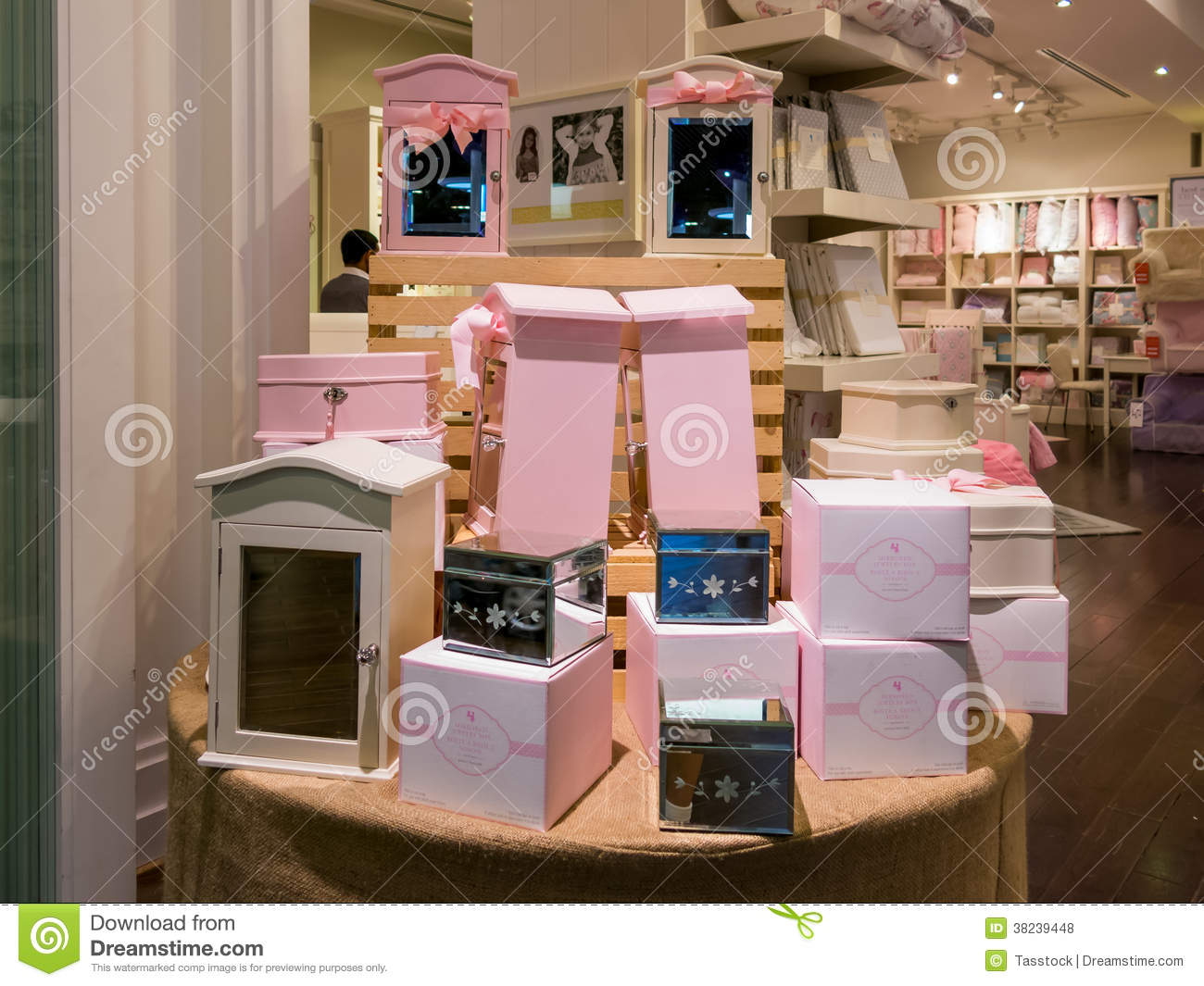 Display In Home Decor Store In Dubai Mall Editorial Stock