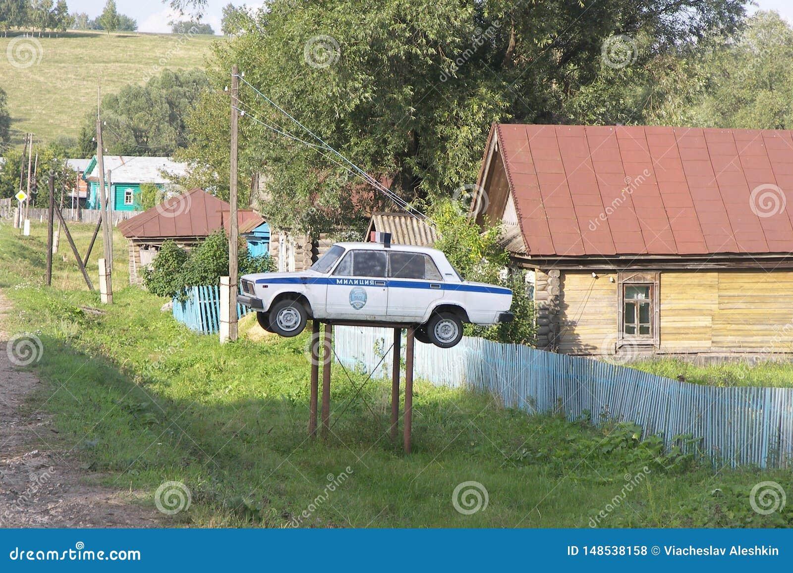 Disposição de um carro de polícia em Rússia