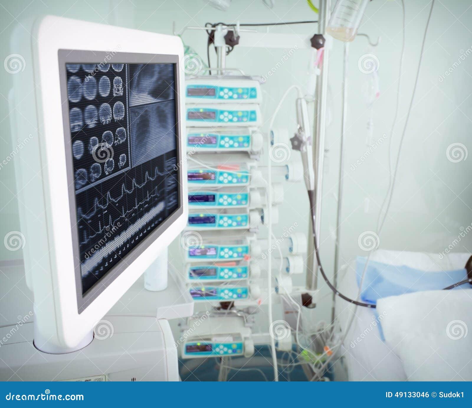 dispositif moderne d ordinateur dans une chambre d hpital - Hapital Moderne