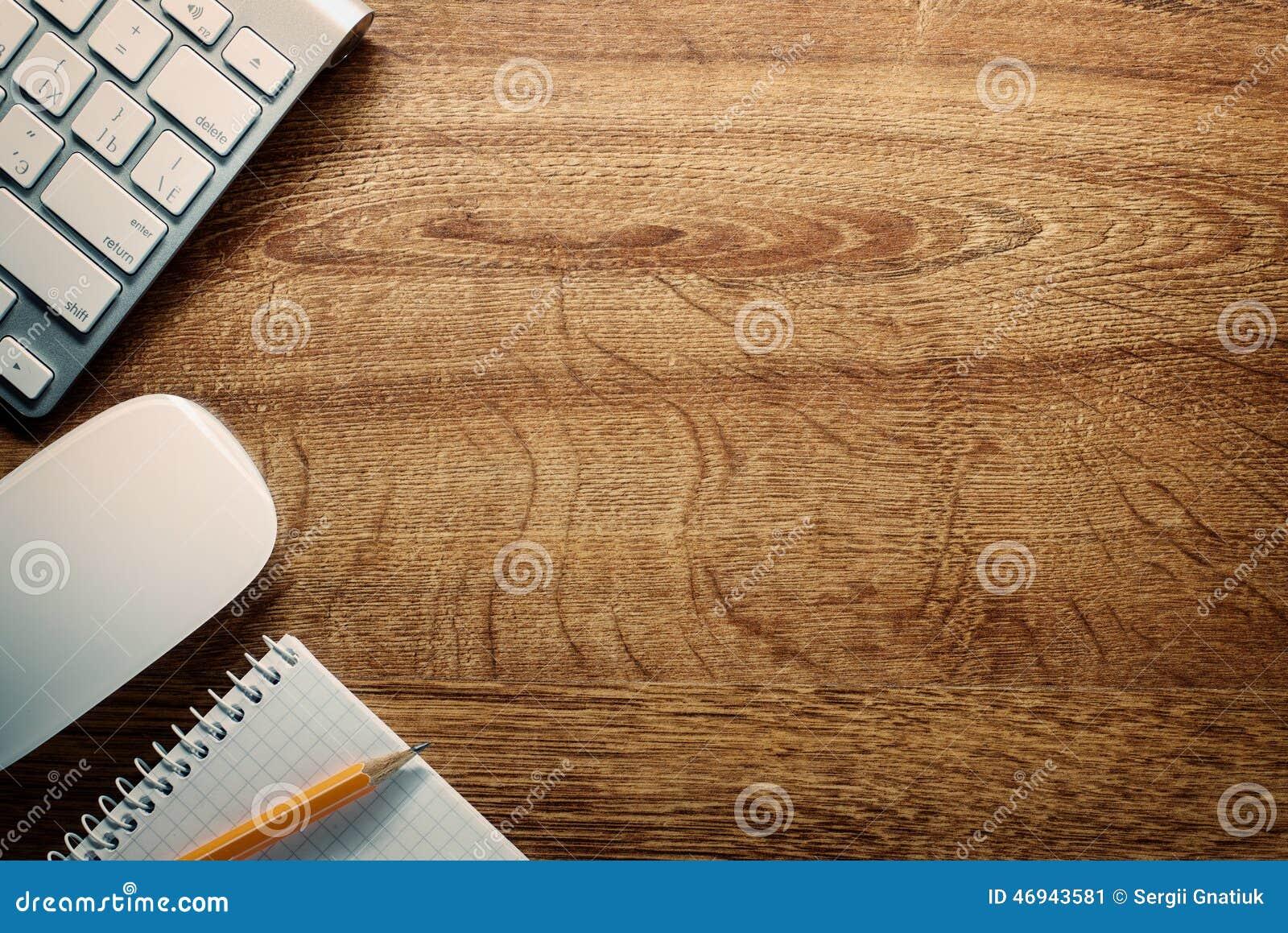 dispositifs crayon et notes sur le bureau avec l 39 espace de copie image stock image du texte. Black Bedroom Furniture Sets. Home Design Ideas