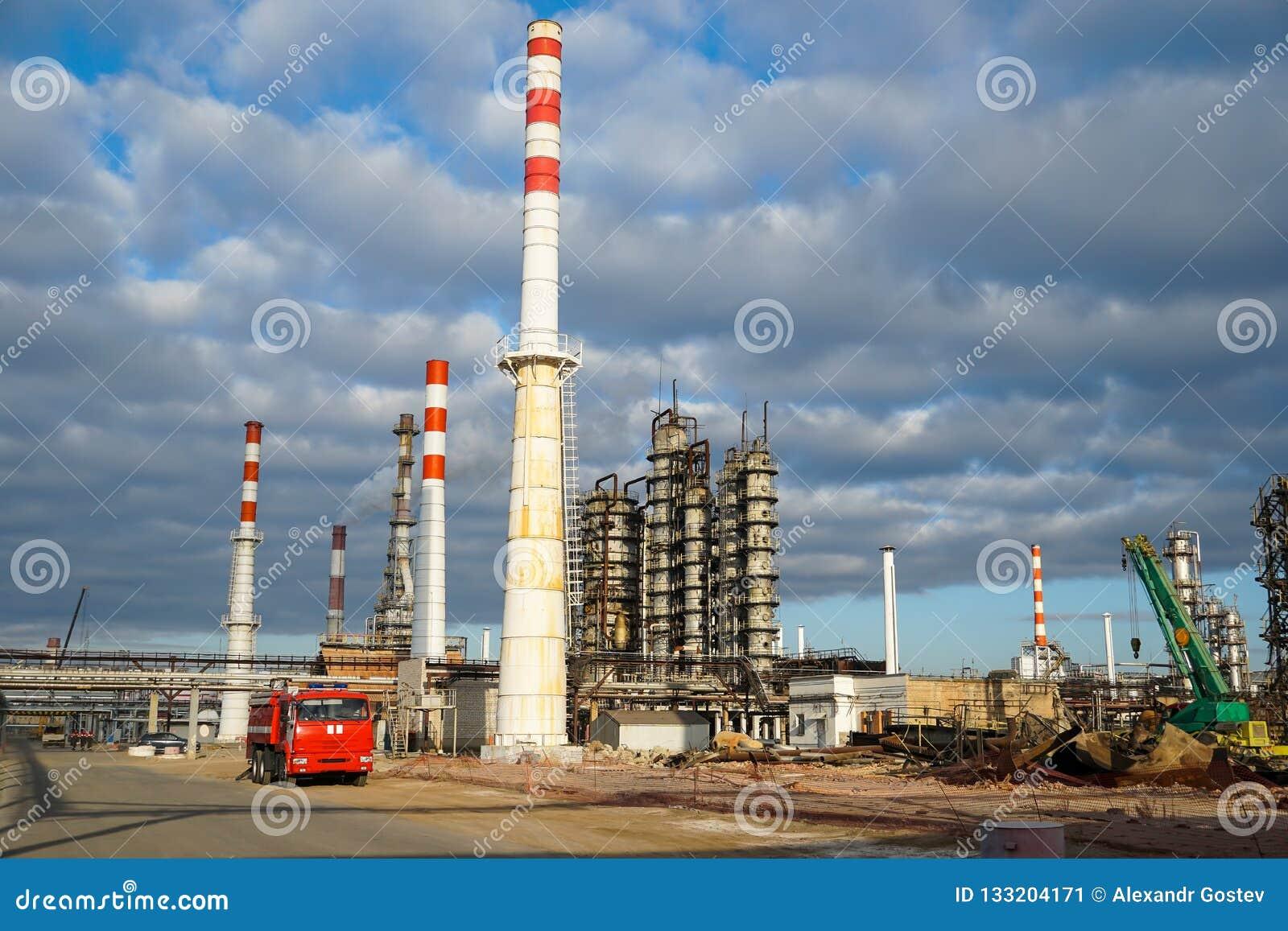 Disposition de l installation technologique pour la fabrication des produits pétroliers légers à une raffinerie en Russie