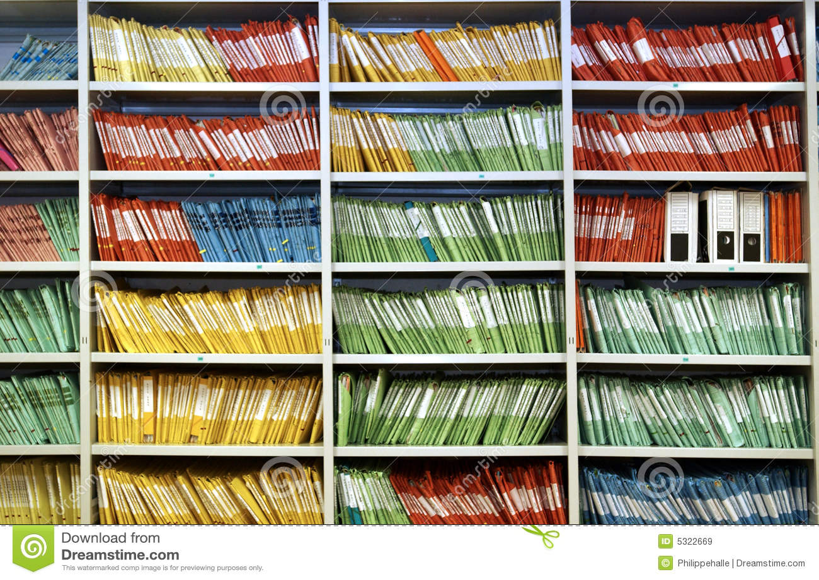 Download Dispositivi Di Piegatura In Una Mensola Immagine Stock - Immagine di documento, orizzontale: 5322669