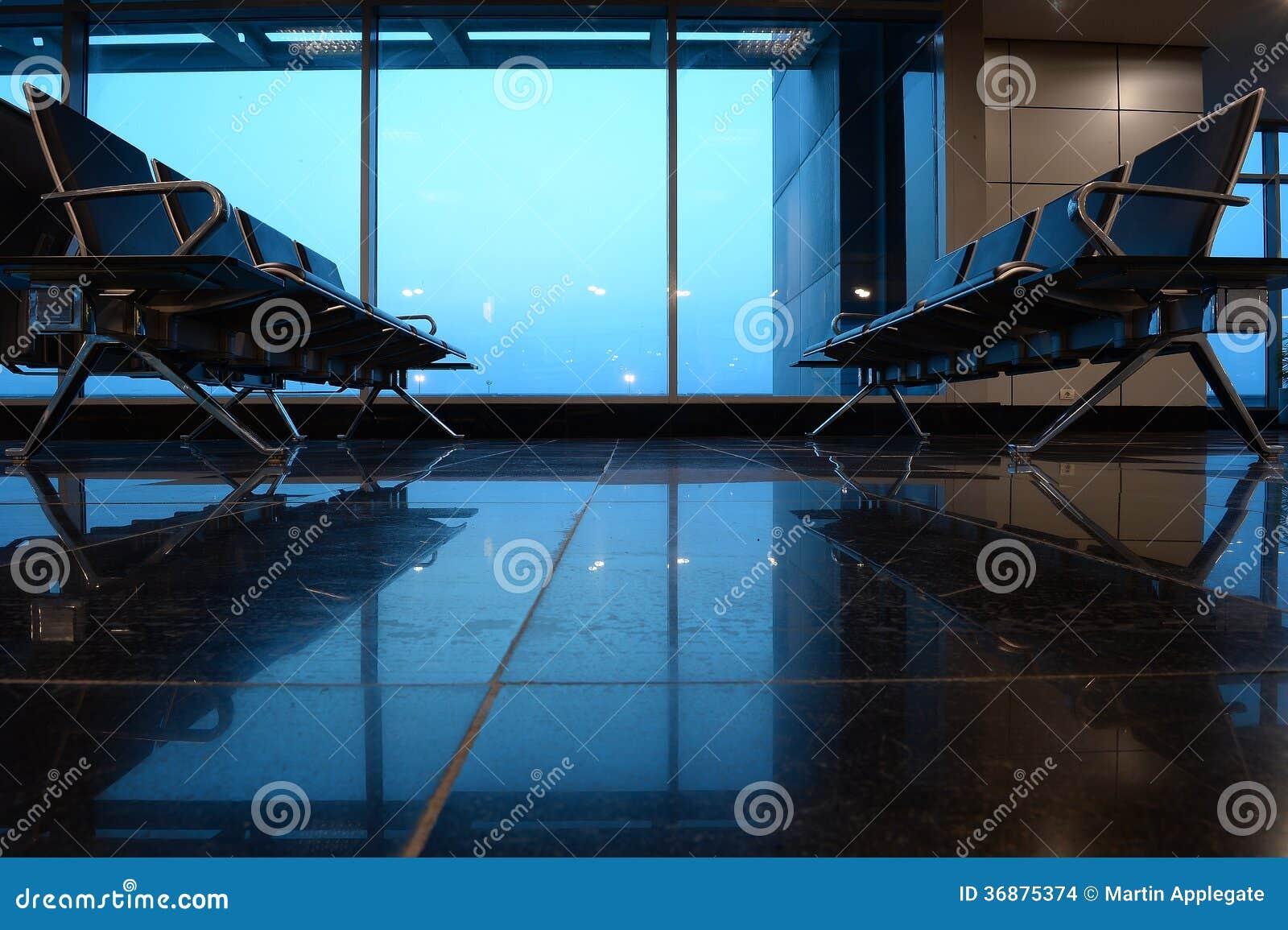 Download Disposizione Dei Posti A Sedere Al Portone O Al Salotto Dell'aeroporto Fotografia Stock - Immagine di attesa, trasporto: 36875374