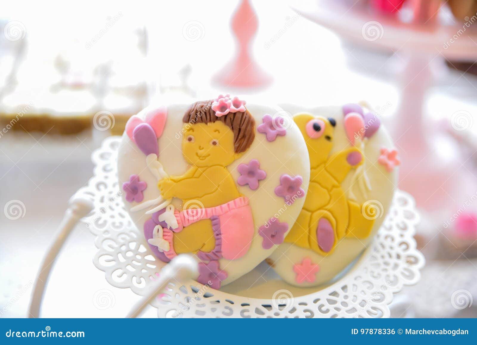 Disposizioni dei dolci per il ricevimento nuziale o i simili eventi