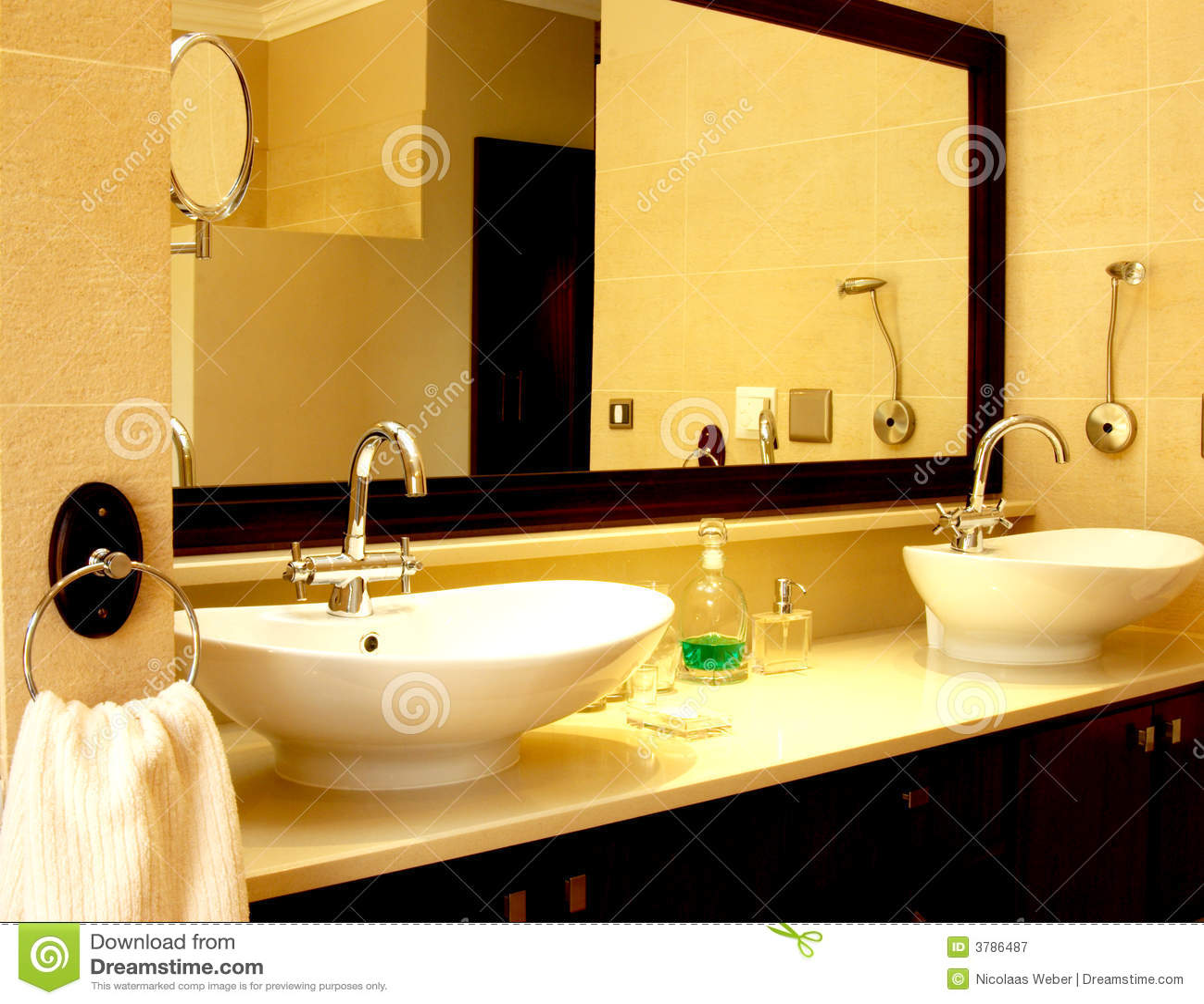 Dissipador Bonito Em Um Banheiro Fotografia de Stock Royalty Free  #74410A 1300x1101 Banheiro Bonito