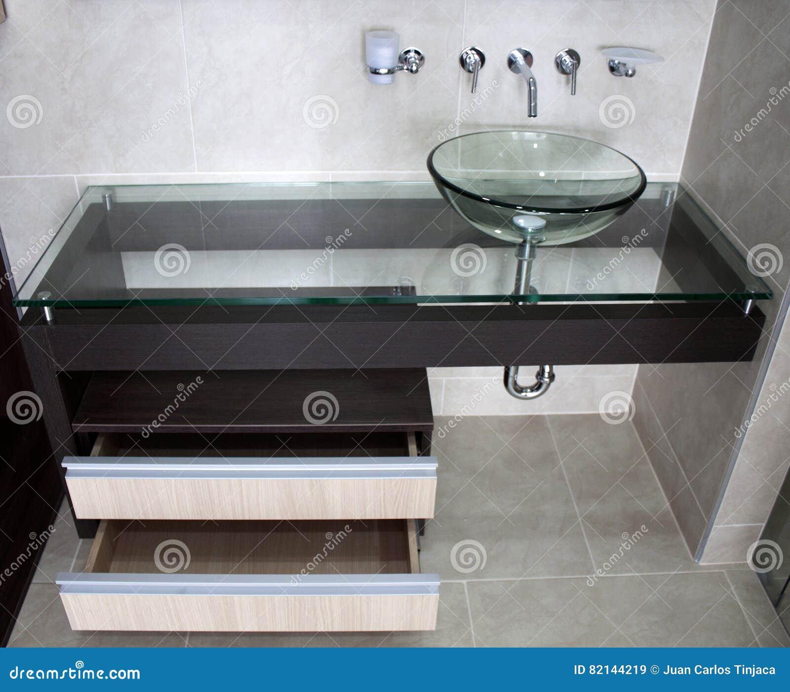 Dissipador ultra moderno da bacia do banheiro