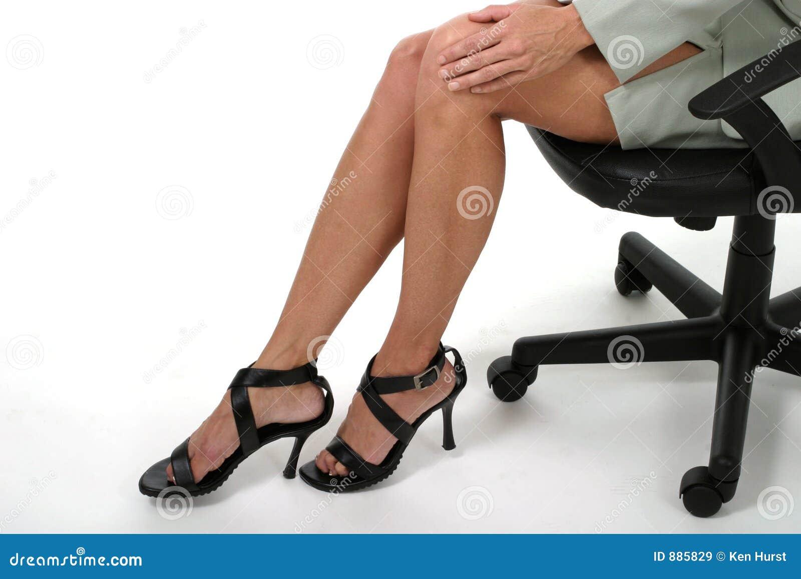 Distracción de las piernas en la oficina de asunto 3