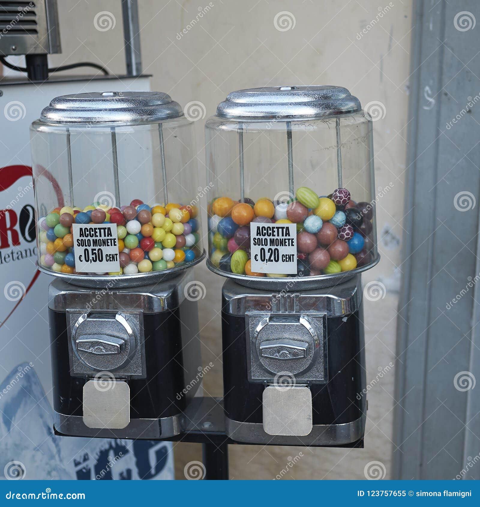 Distributeur de sucrerie avec le bubble-gum