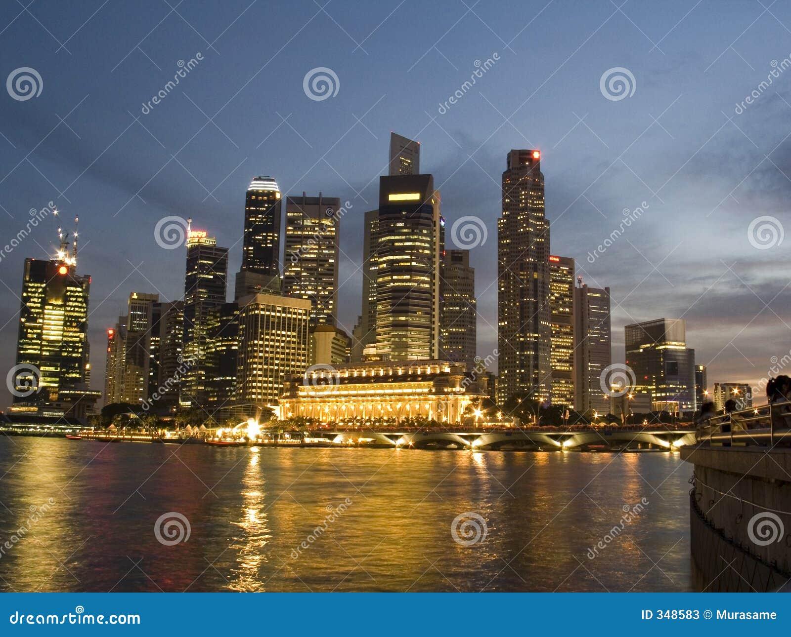 Districto financiero Singapur: horizonte en la noche