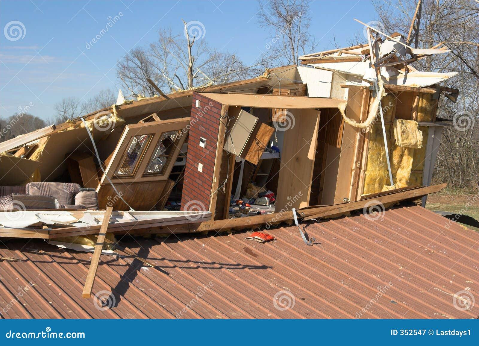 Distrusso a casa