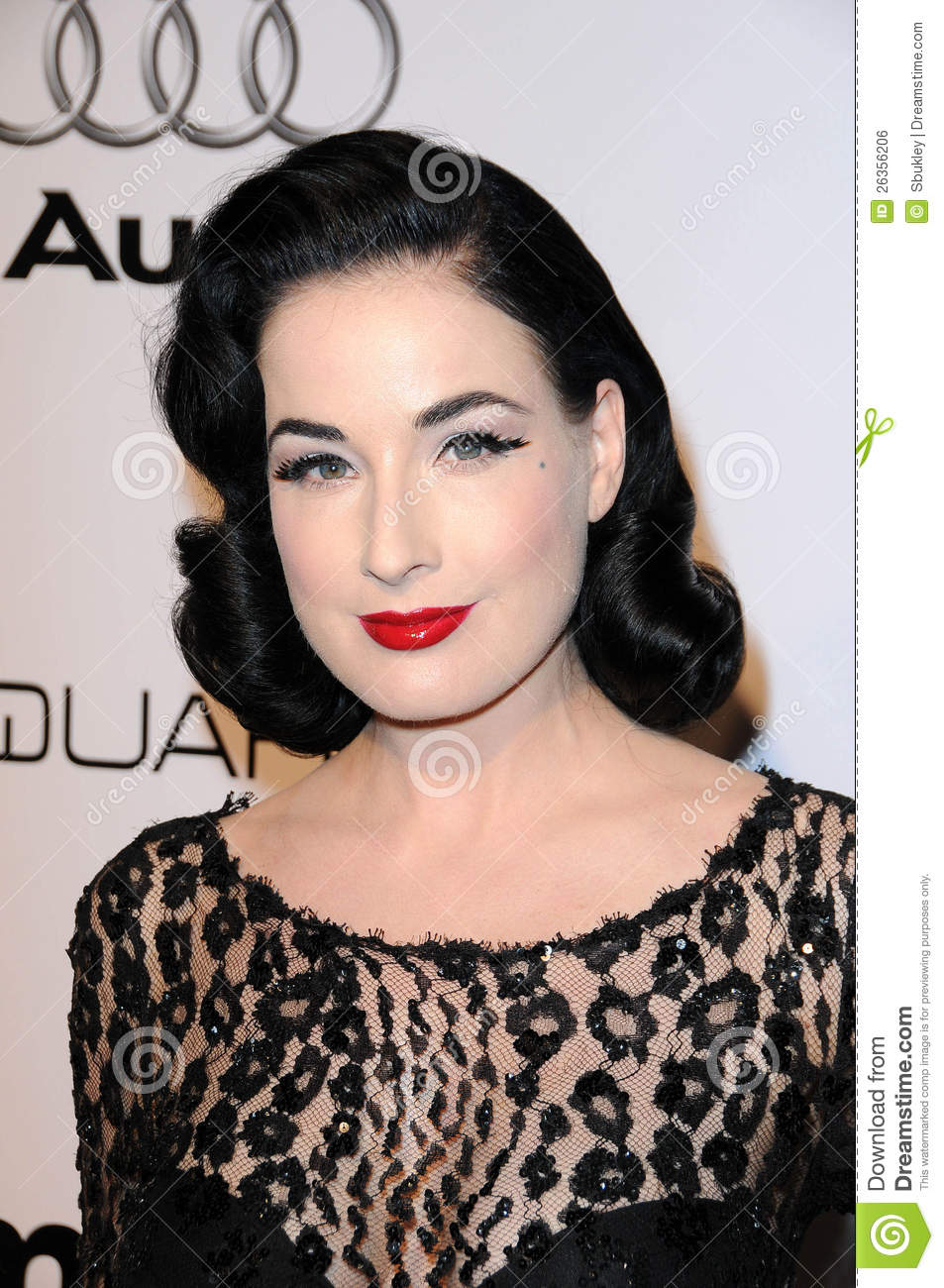 0f047cf71bb3 Dita Von Teese Eye Makeup - Cat Eye Makeup
