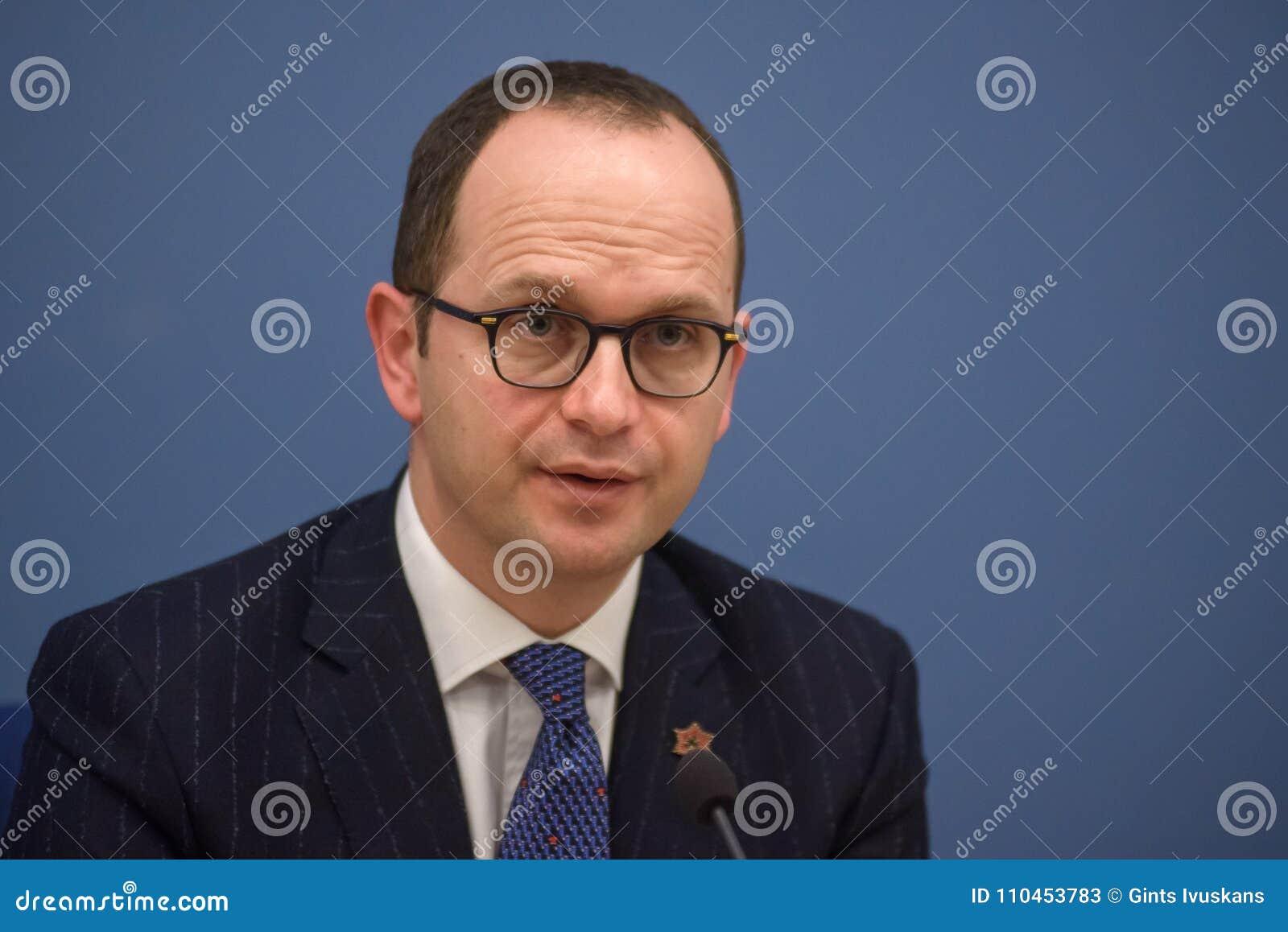 Ditmir Bushati, albansk minister av utländskt - angelägenheter