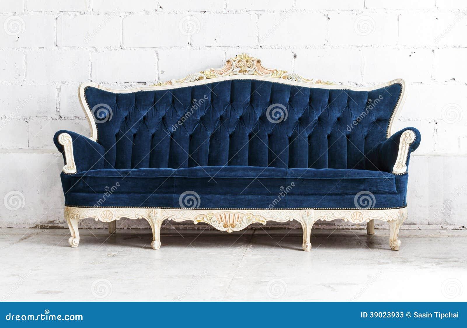 Divan classique bleu de sofa de style dans la chambre de for Vintage divan sofa