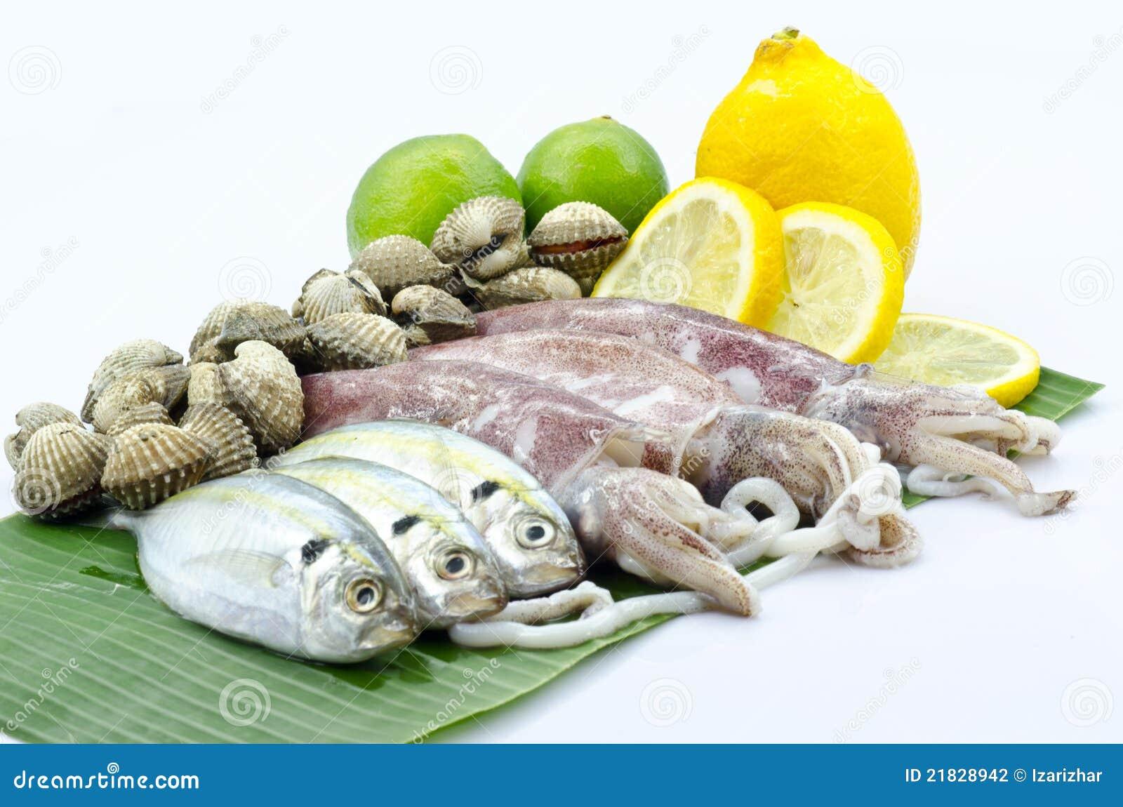 Divers fruits de mer crus