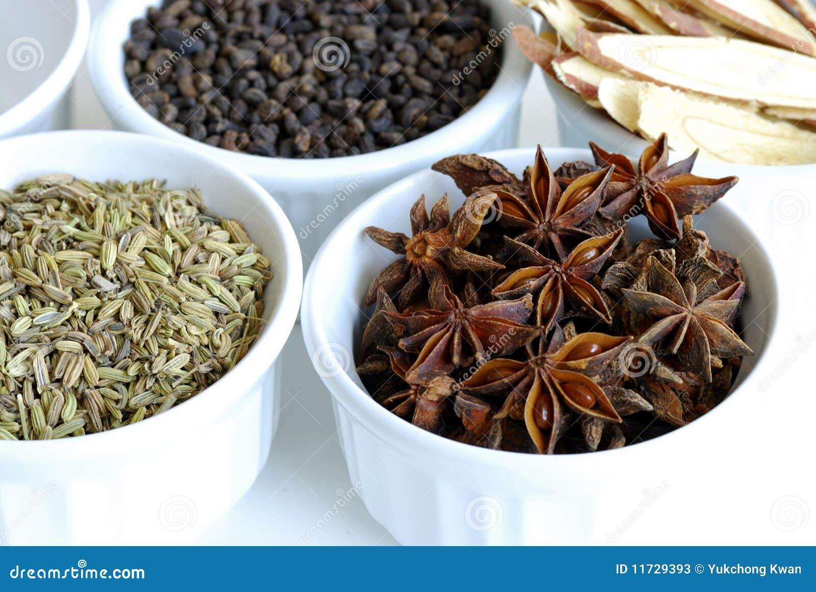 Divers genres d épices de fines herbes