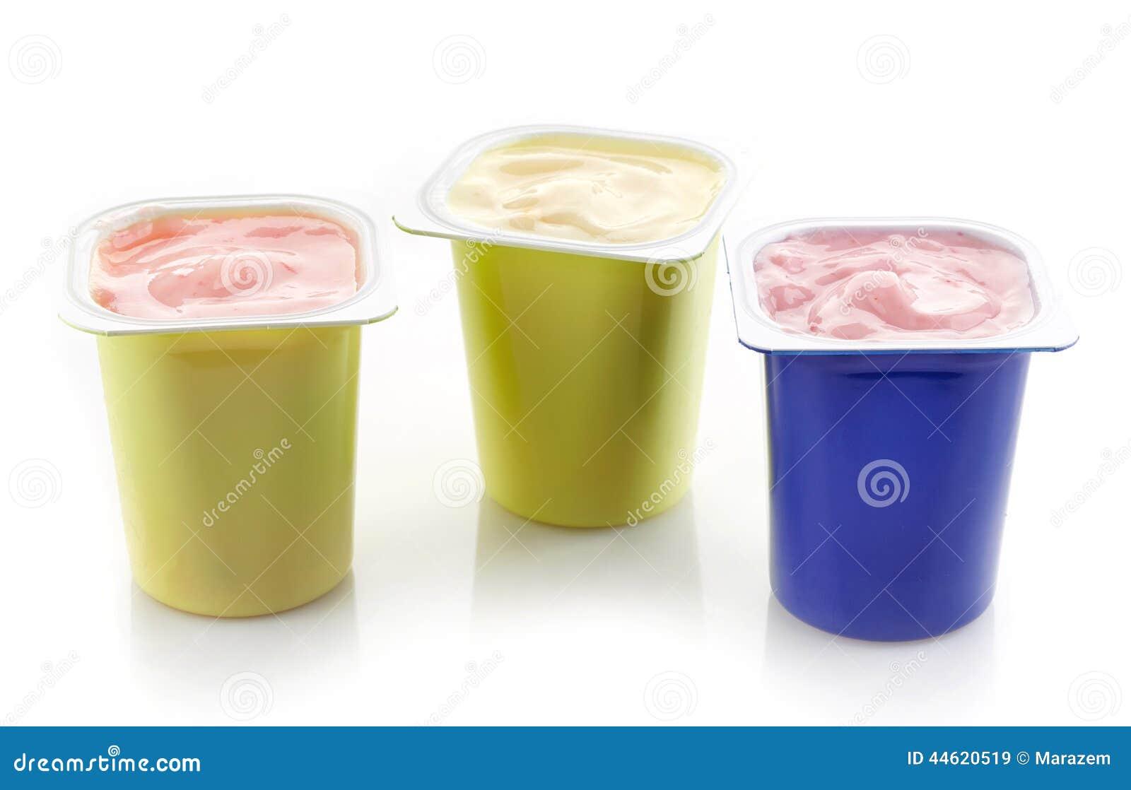 divers pots en plastique de yaourt photo stock image 44620519. Black Bedroom Furniture Sets. Home Design Ideas