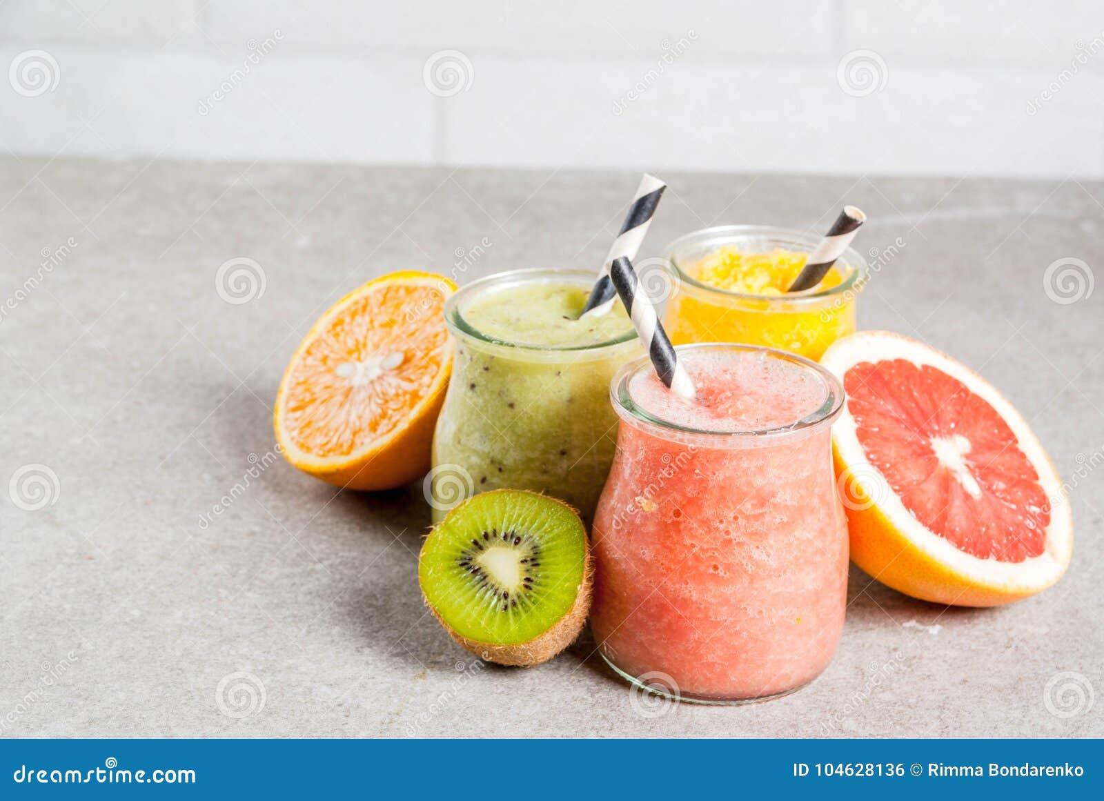 Download Divers Tropisch Fruit Smoothies Stock Foto - Afbeelding bestaande uit voeding, groen: 104628136