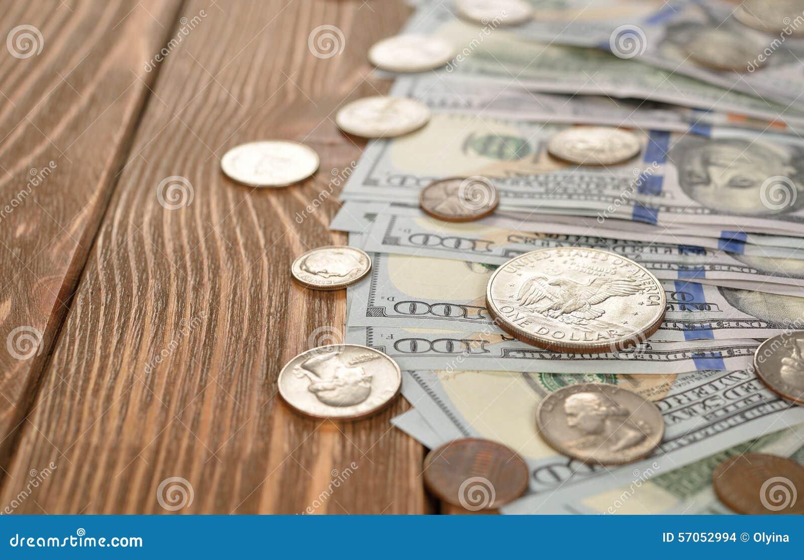 Divers van muntstukken en bankbiljetten