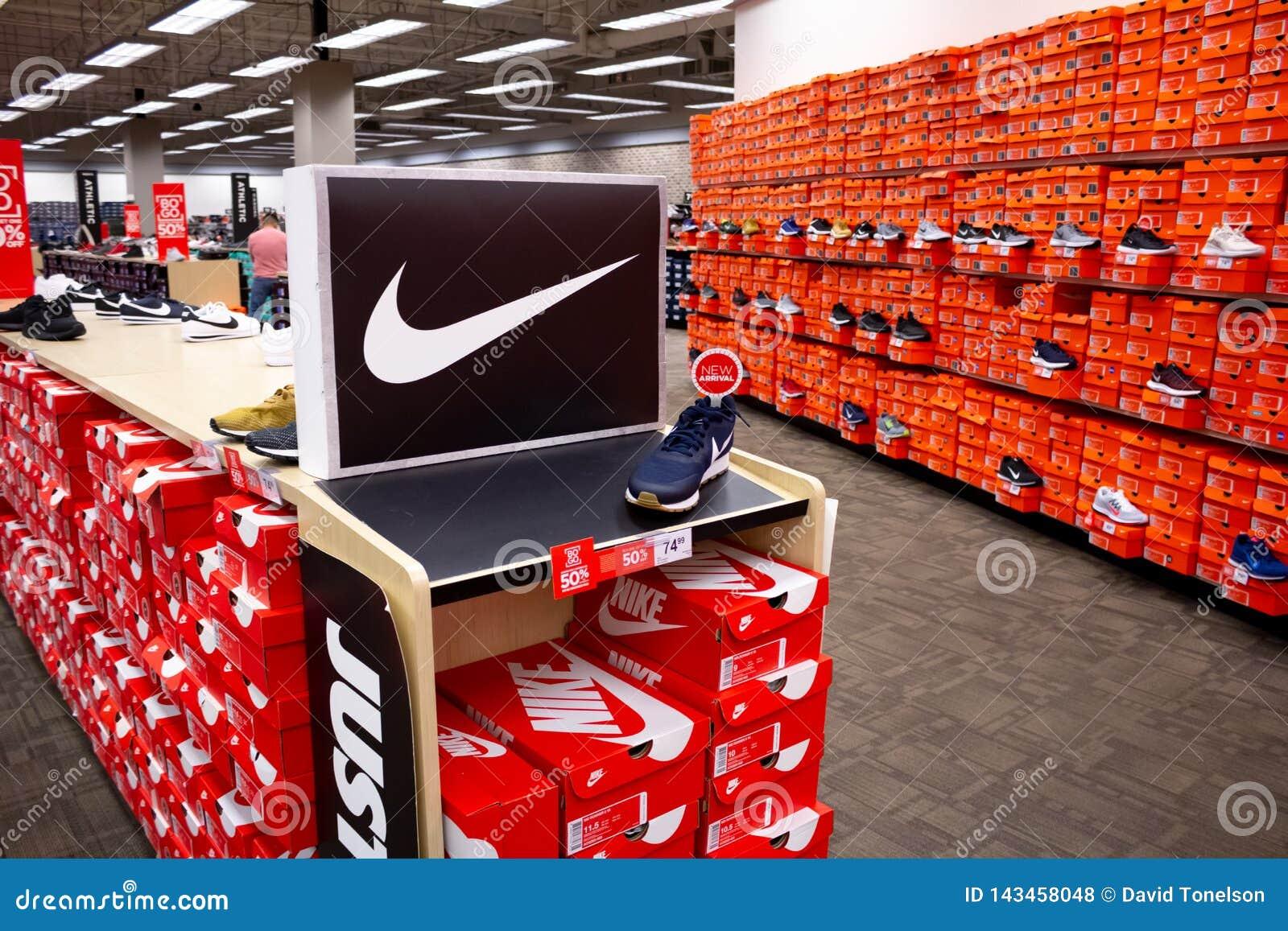 Diversas caixas de sapata de Nike