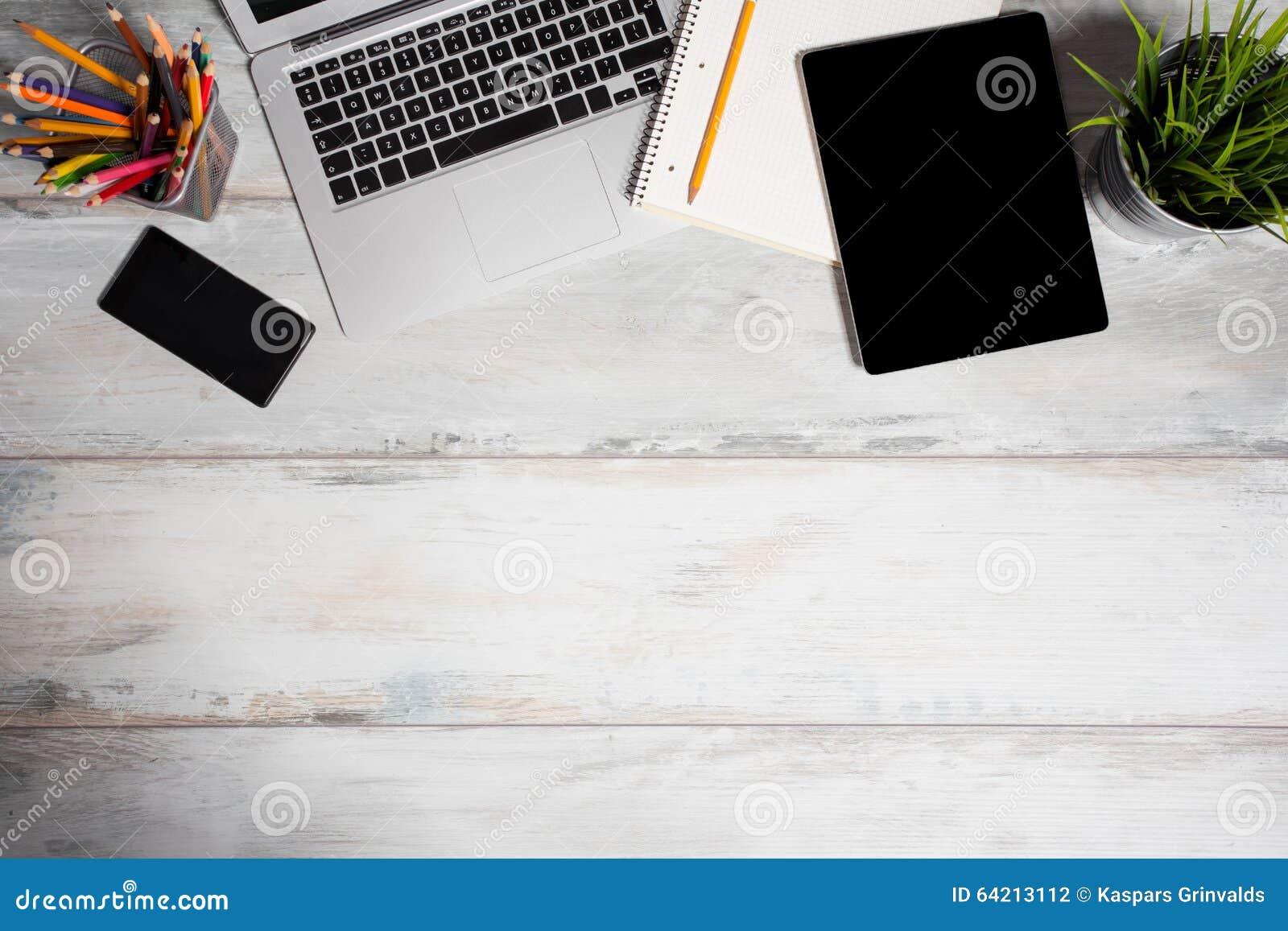Diversas herramientas de funcionamiento en oficina