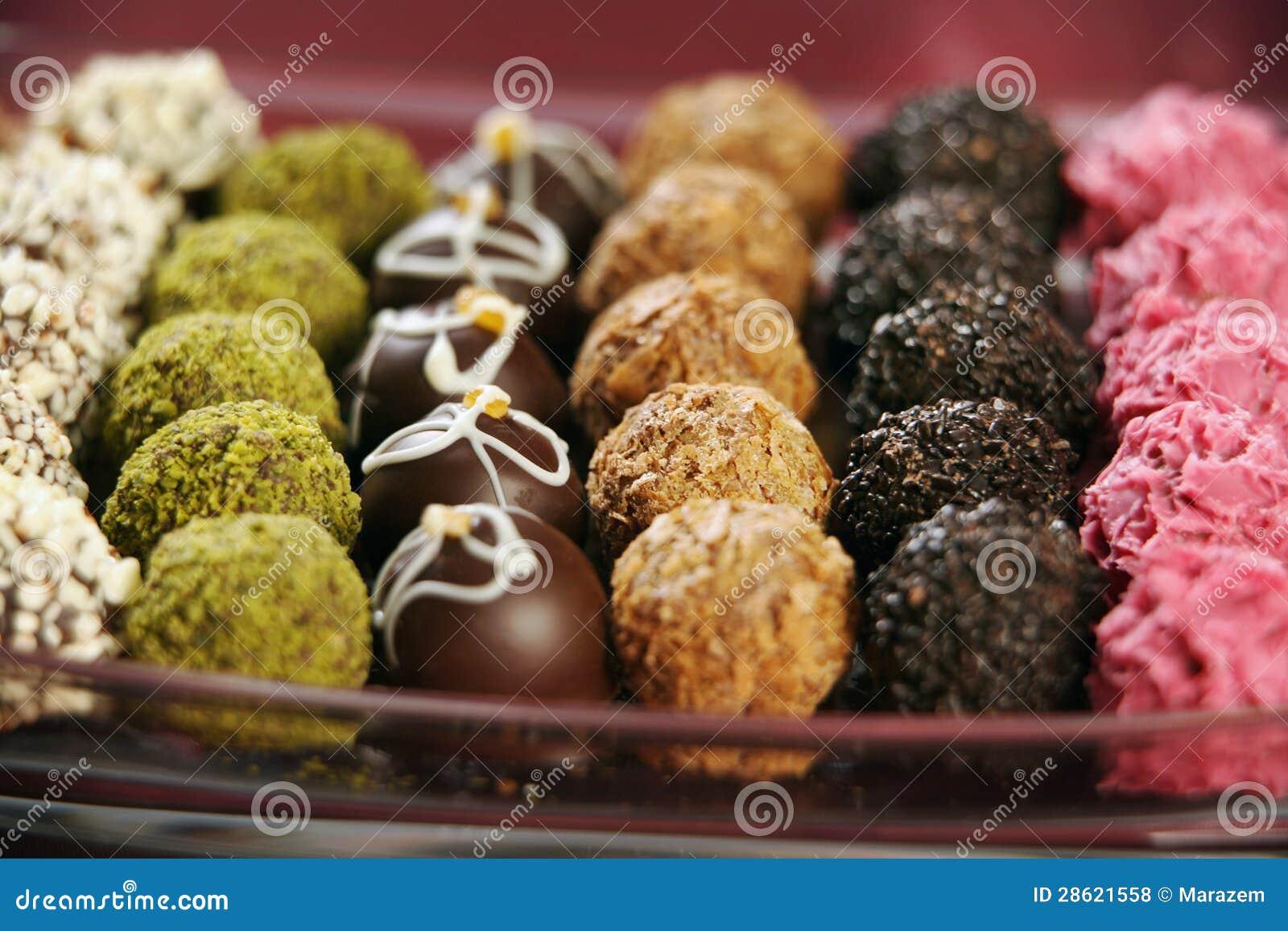 Diversas trufas de chocolate
