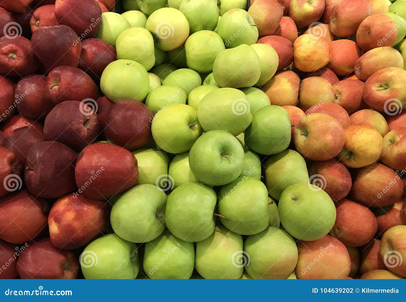 Download Diverse Appelen In Een Bak Van De Marktopbrengst Stock Foto - Afbeelding bestaande uit voedsel, rijp: 104639202
