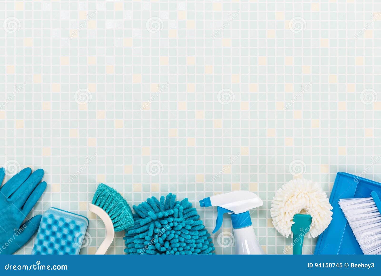 Diverse schoonmakende hulpmiddelen en tegel