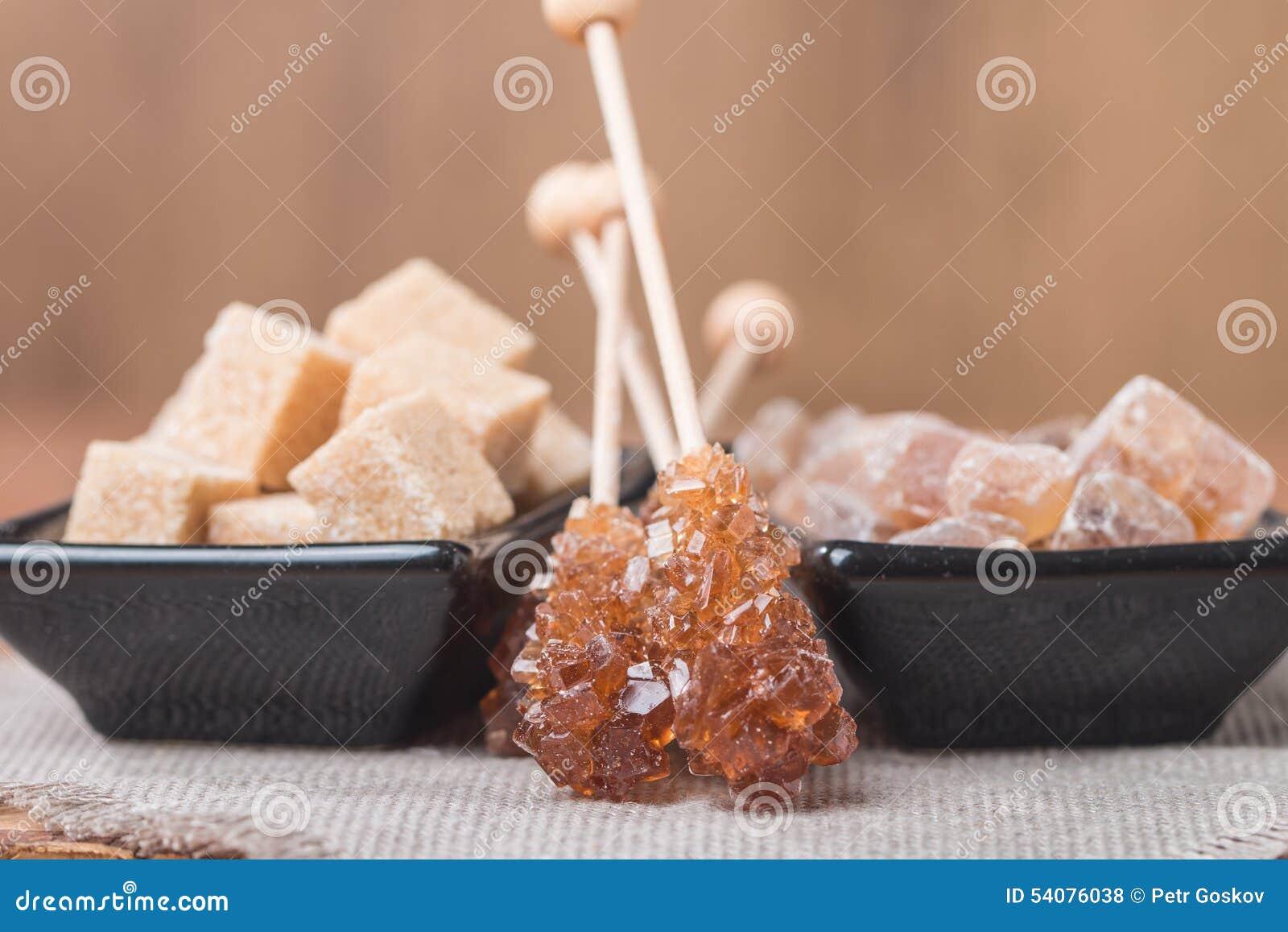 Diverse soorten bruine suiker