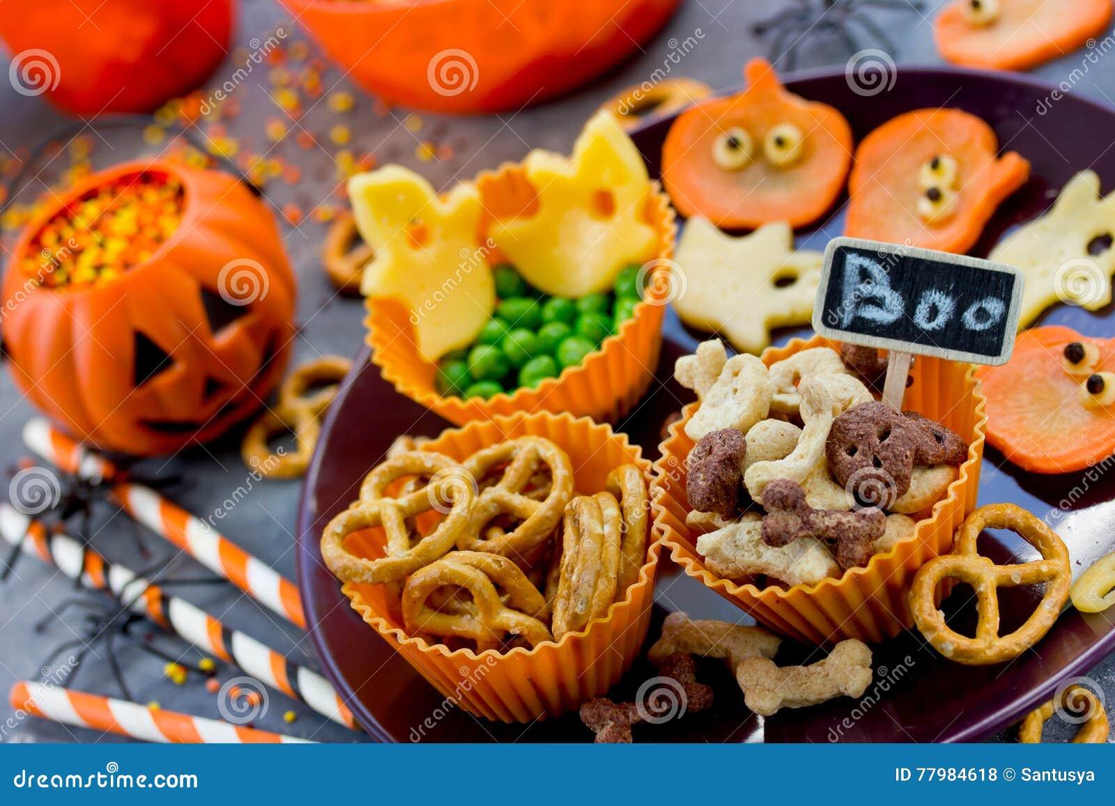 Halloween Traktaties.Diverse Traktaties Op Halloween Partij Grappige En Gezonde