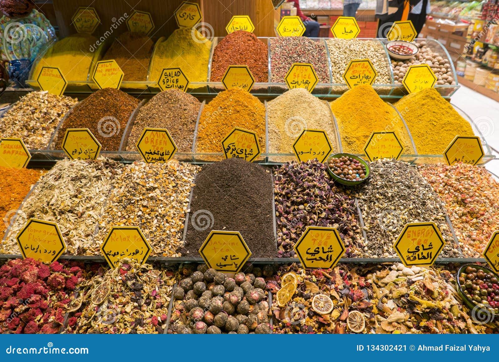 Diverse Types van Thee op Verkoop binnen Kruidbazaar, Istanboel