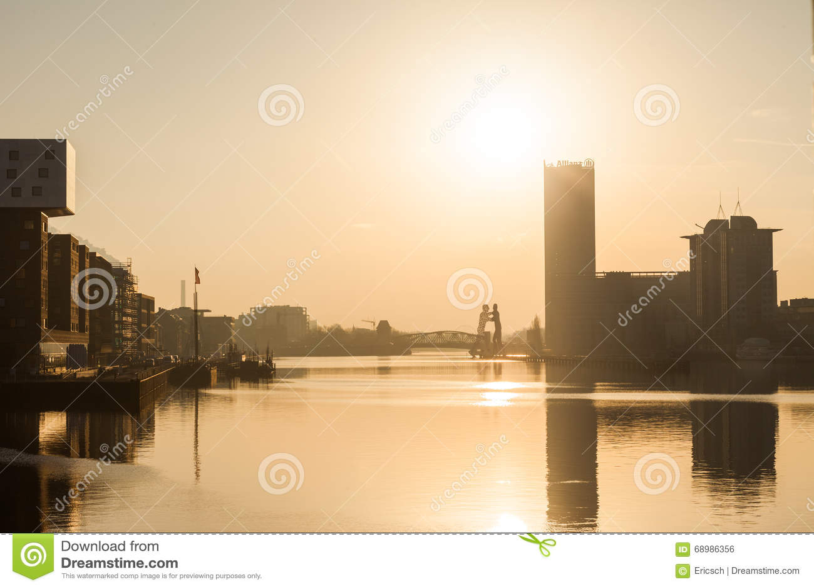 Diversión de Berlín, río en el amanecer