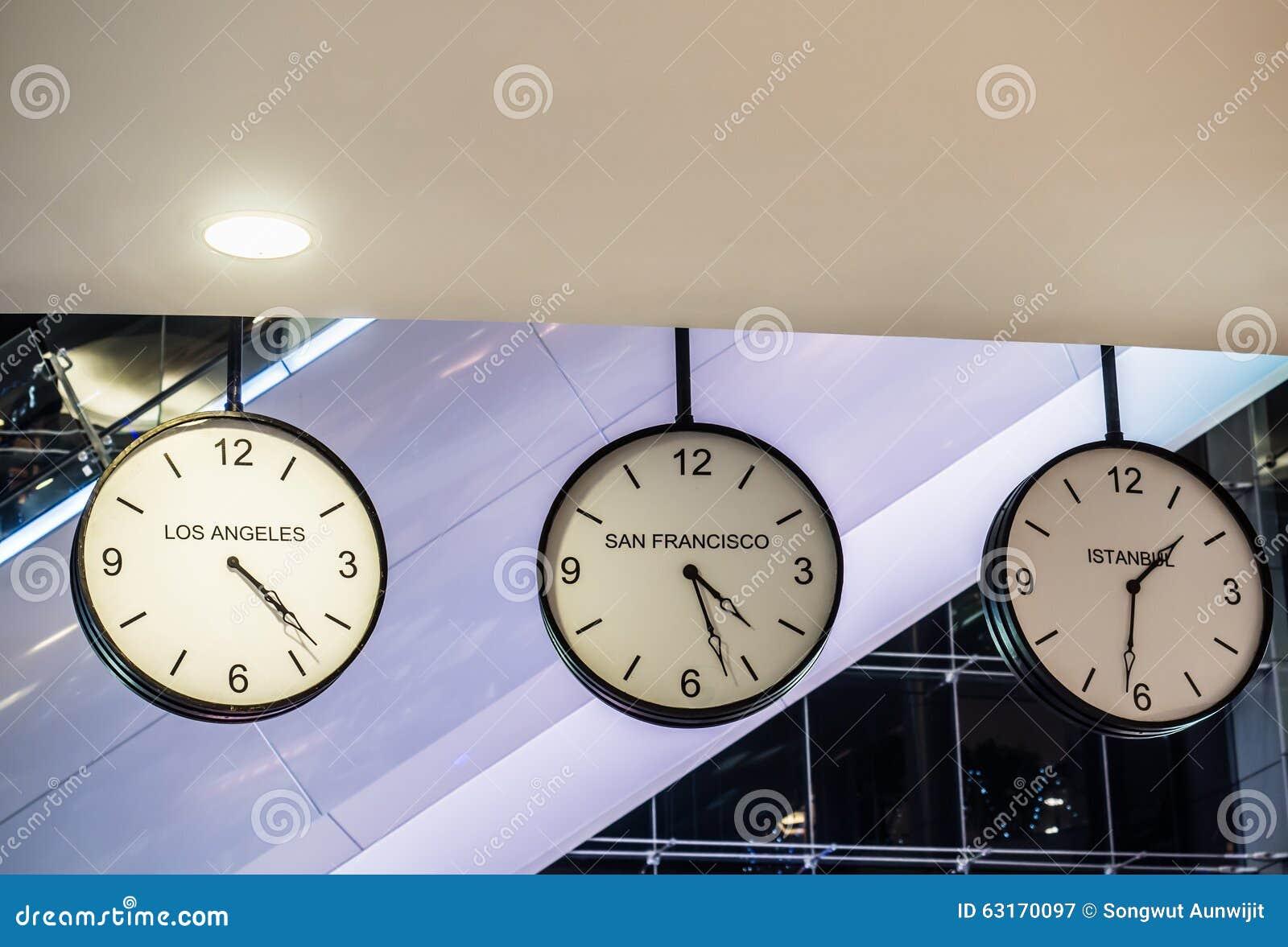dcab28925afa Diverso Reloj De Pared Internacional De Ejecución Tres