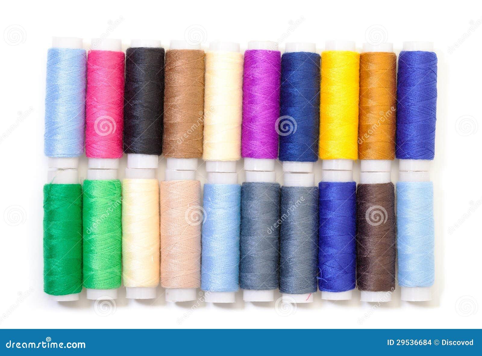 Diversos carretéis multicoloridos da linha