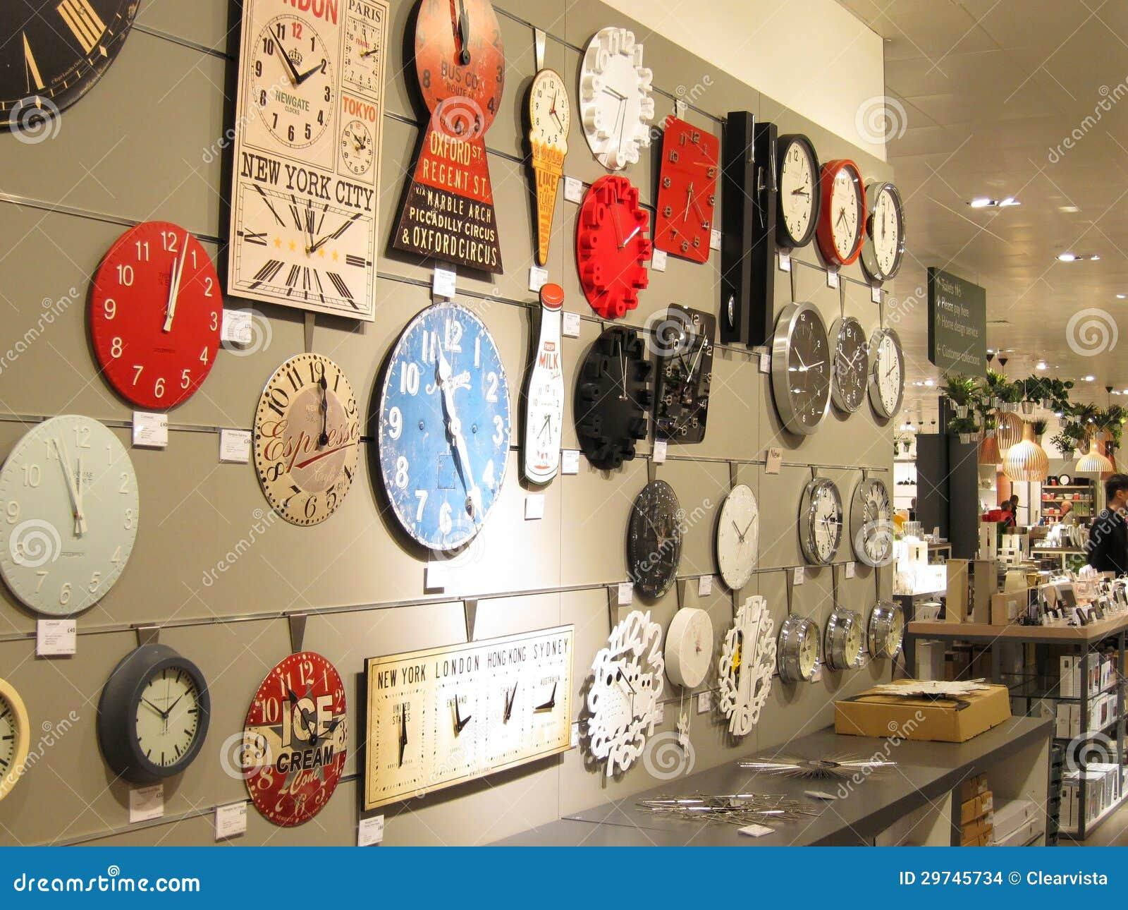 Relojes en una pared para la venta imagen de archivo - Relojes de diseno de pared ...