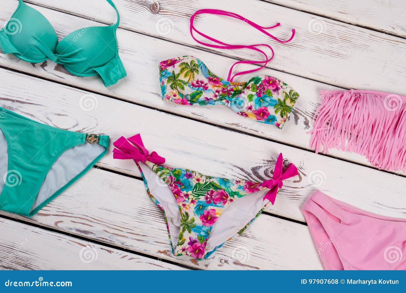 e0315ba79654 Diversos Tipos De Sistema Del Bikini De Las Mujeres Foto de archivo ...