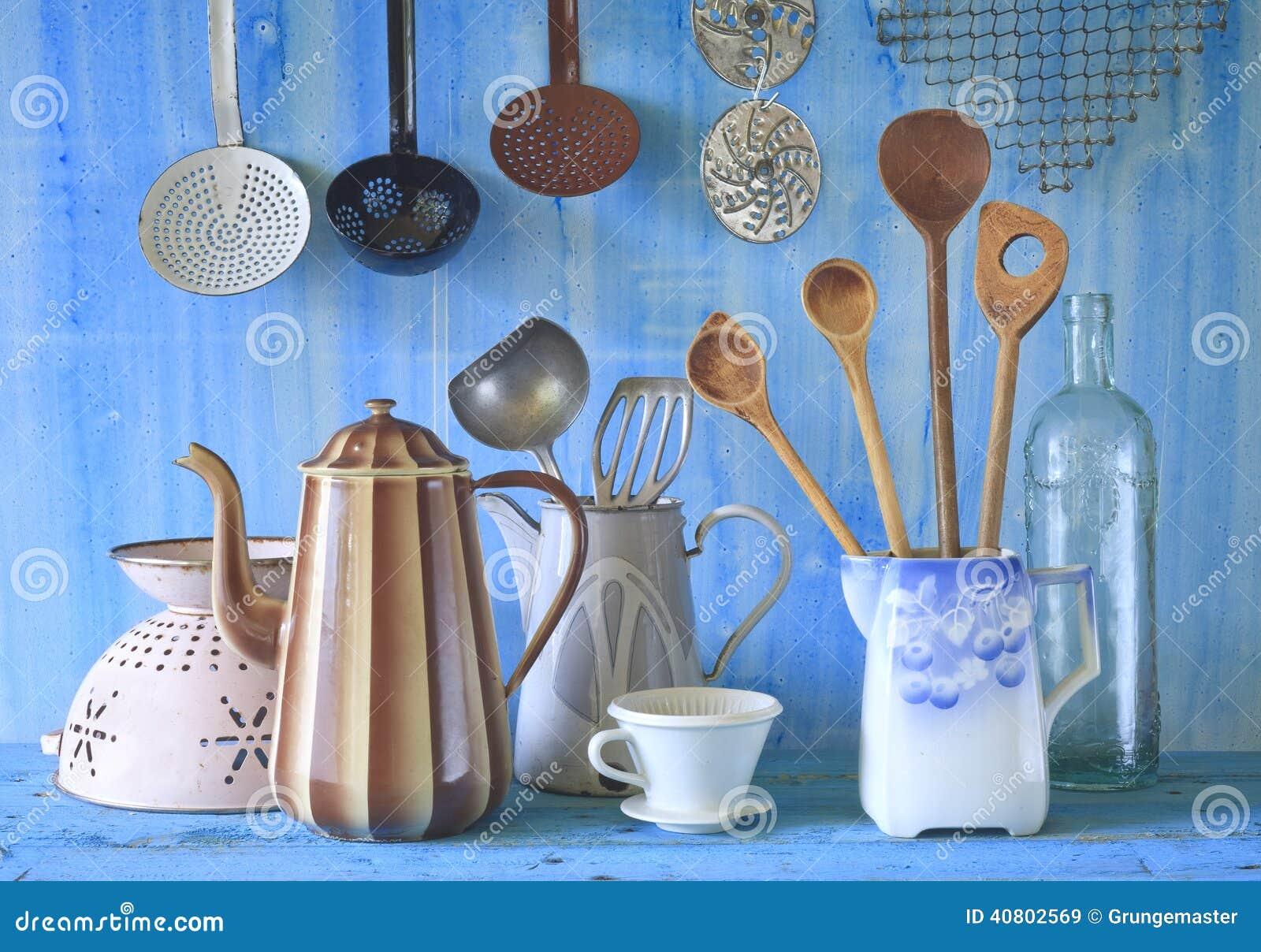 diversos utensilios de la cocina del vintage foto de