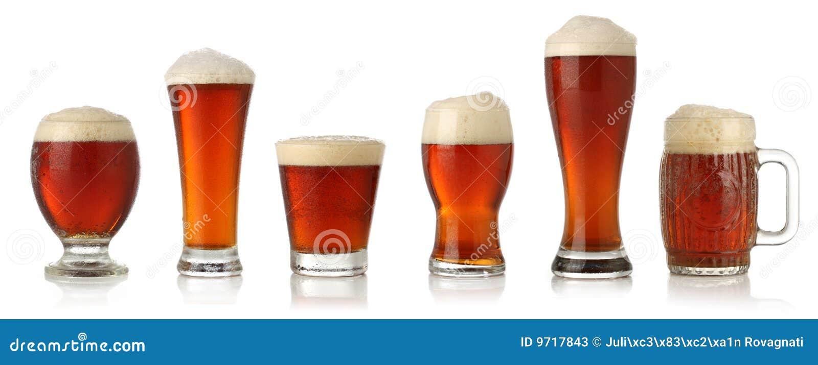 Diversos vidrios de cerveza fría