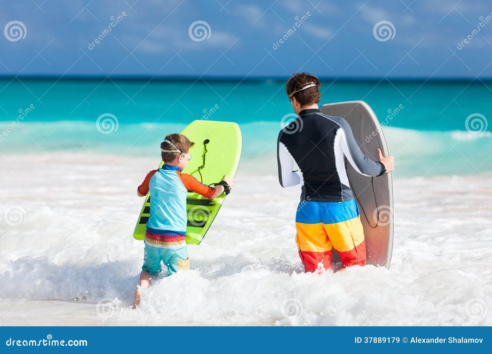 Divertimento da praia da família