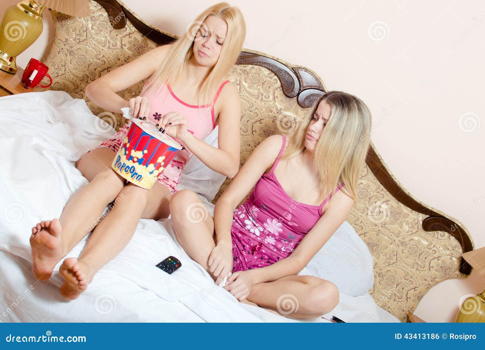 Hermanas Adolescentes Hermosas - esdreamstimecom