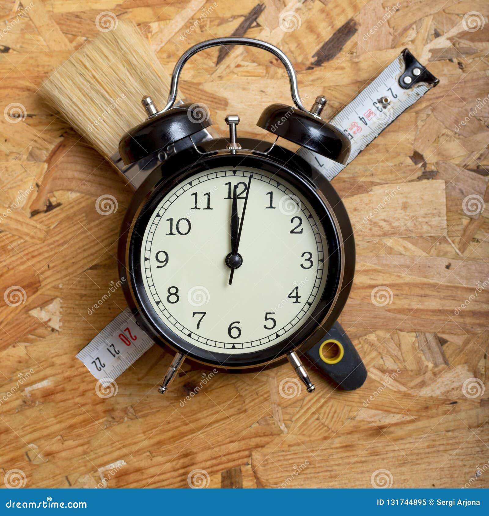 DIY时间概念 围拢一个黑闹钟的工具
