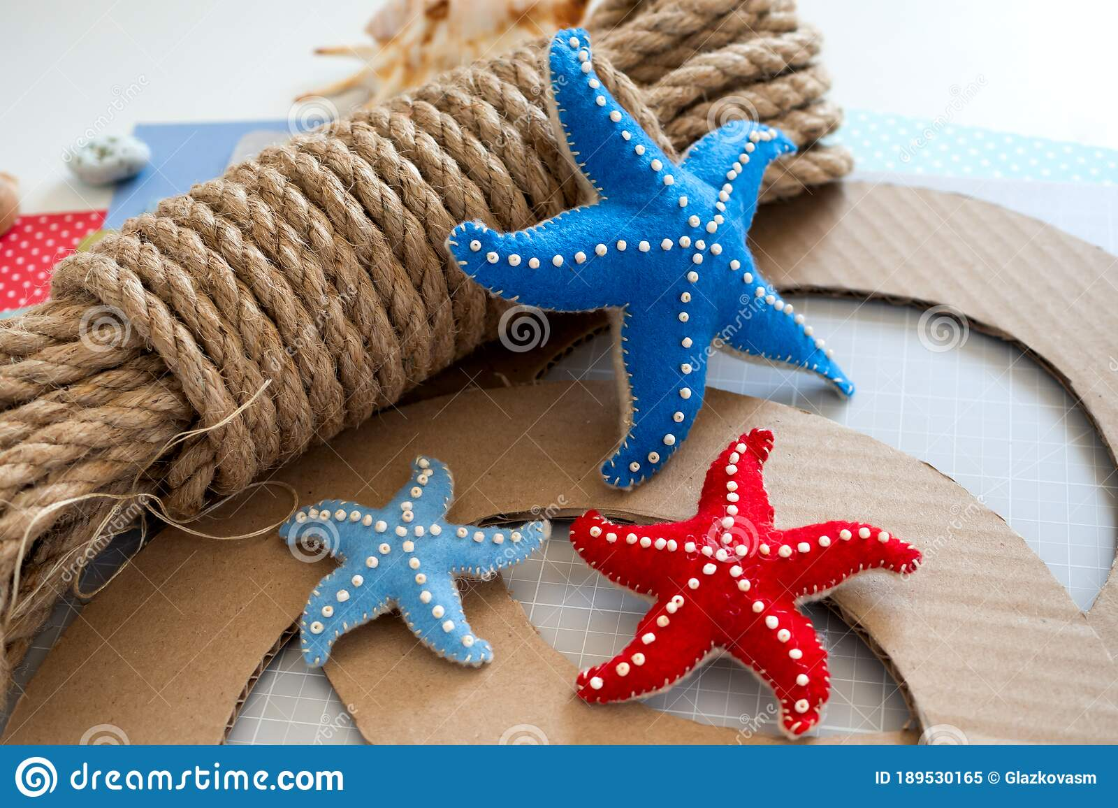 Diy Instruction Step By Step Tutorial Making Summer Decor Wreath Of Rope With Sea Stars Made Of Felt Craft Tools Stock Image Image Of Handmade Craft 189530165