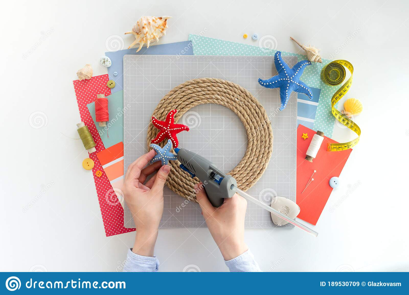 Diy Instruction Step By Step Tutorial Making Summer Decor Wreath Of Rope With Sea Stars Made Of Felt Craft Tools Stock Image Image Of Threads Scrapbooking 189530709