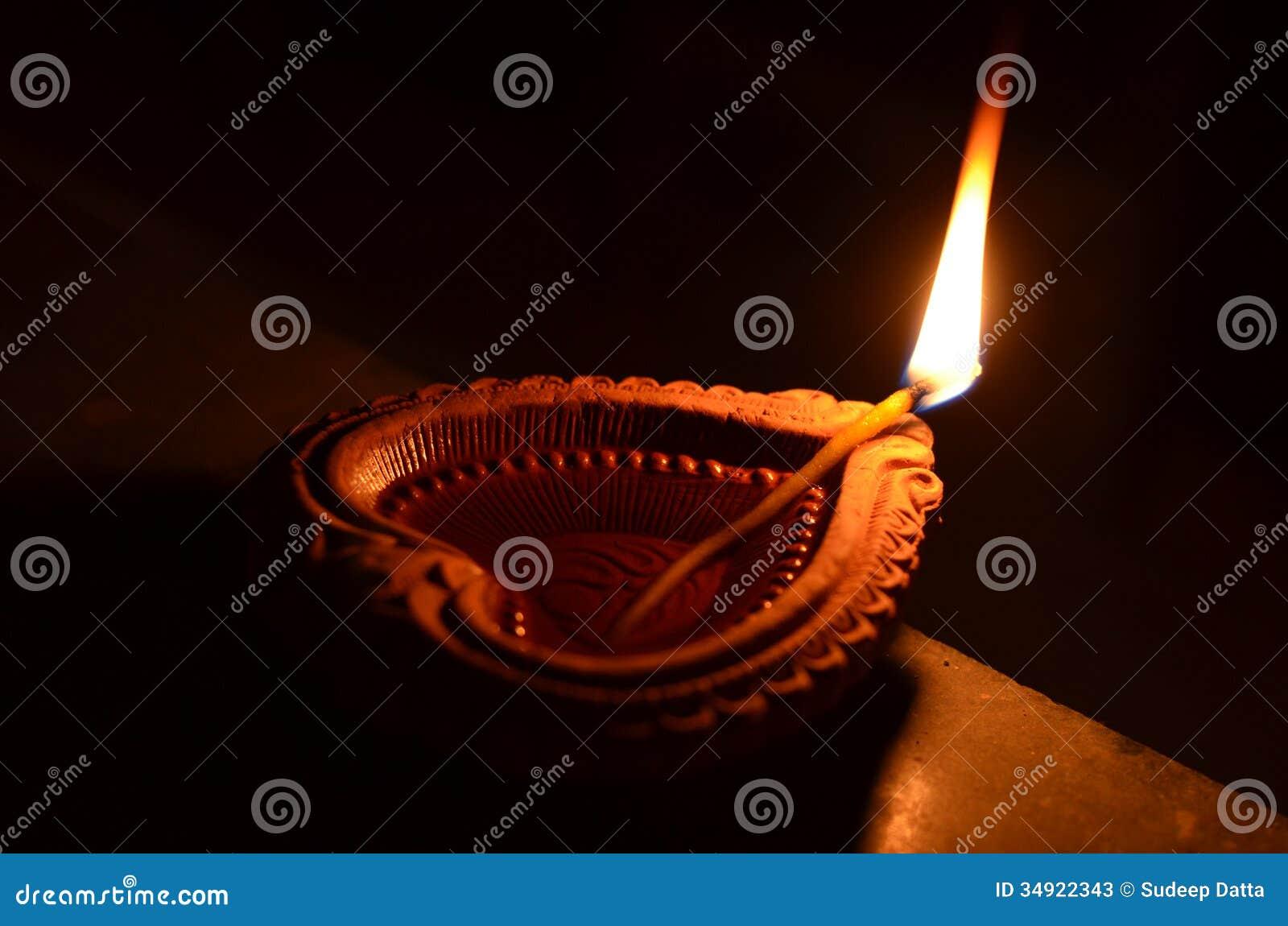 Diya hecho a mano de Diwali