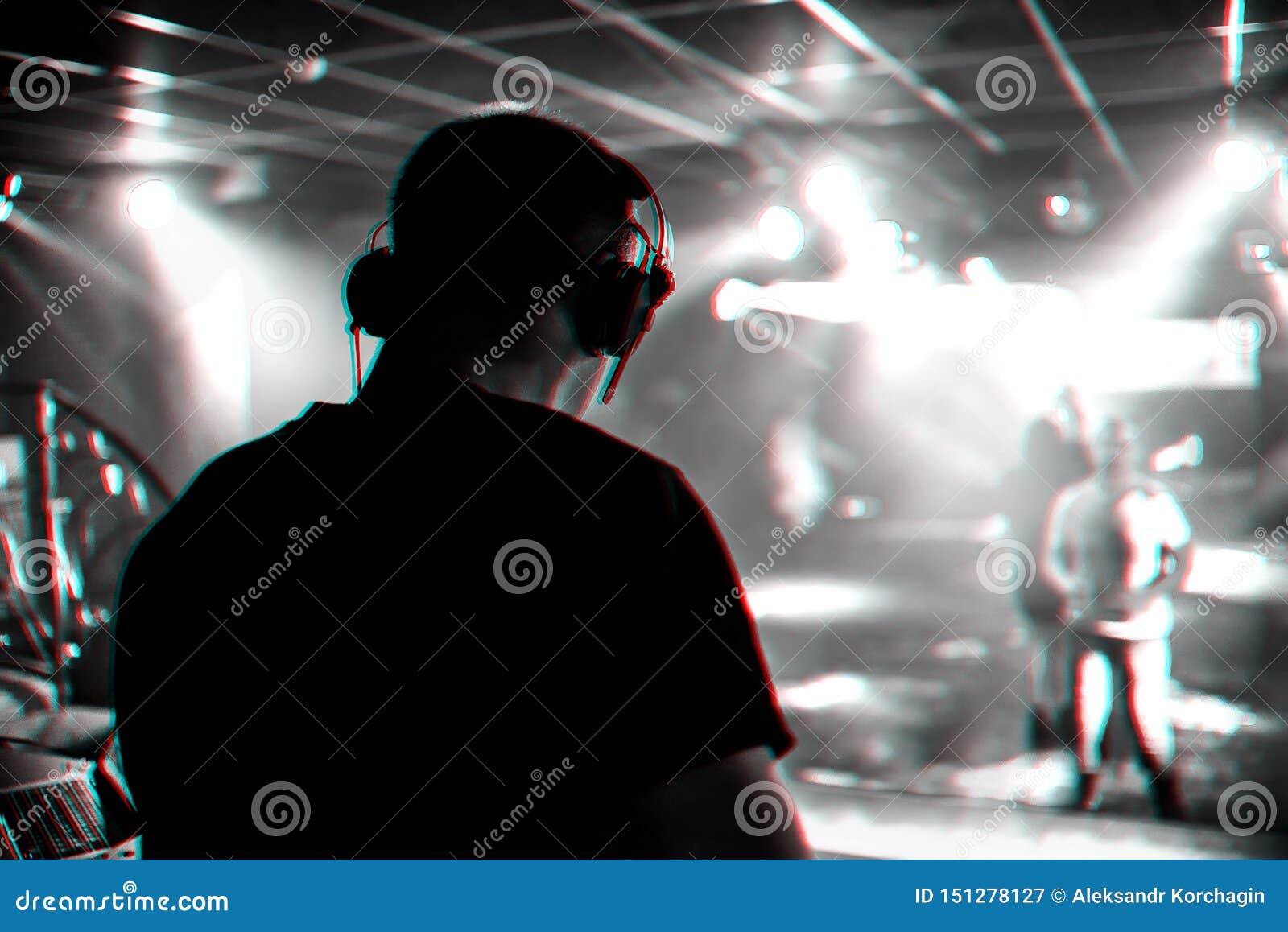 музыка в ночном клубе