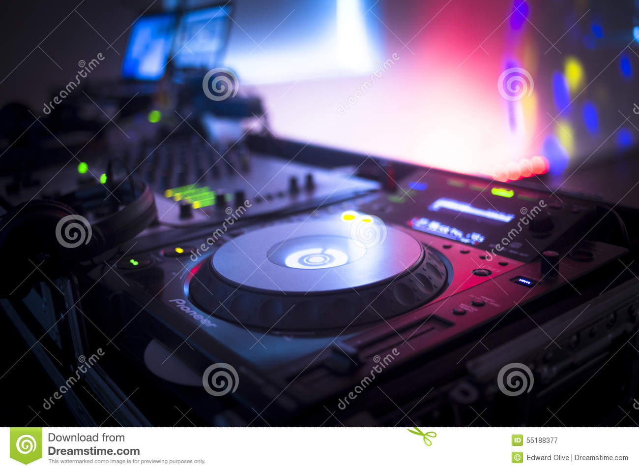 a essay of club dj The breakfast club essay - professional reports at moderate costs available here will turn your education into delight stop receiving bad grades with these custom research paper recommendations forget about those sleepless nights writing your report with our academic writing assistance.