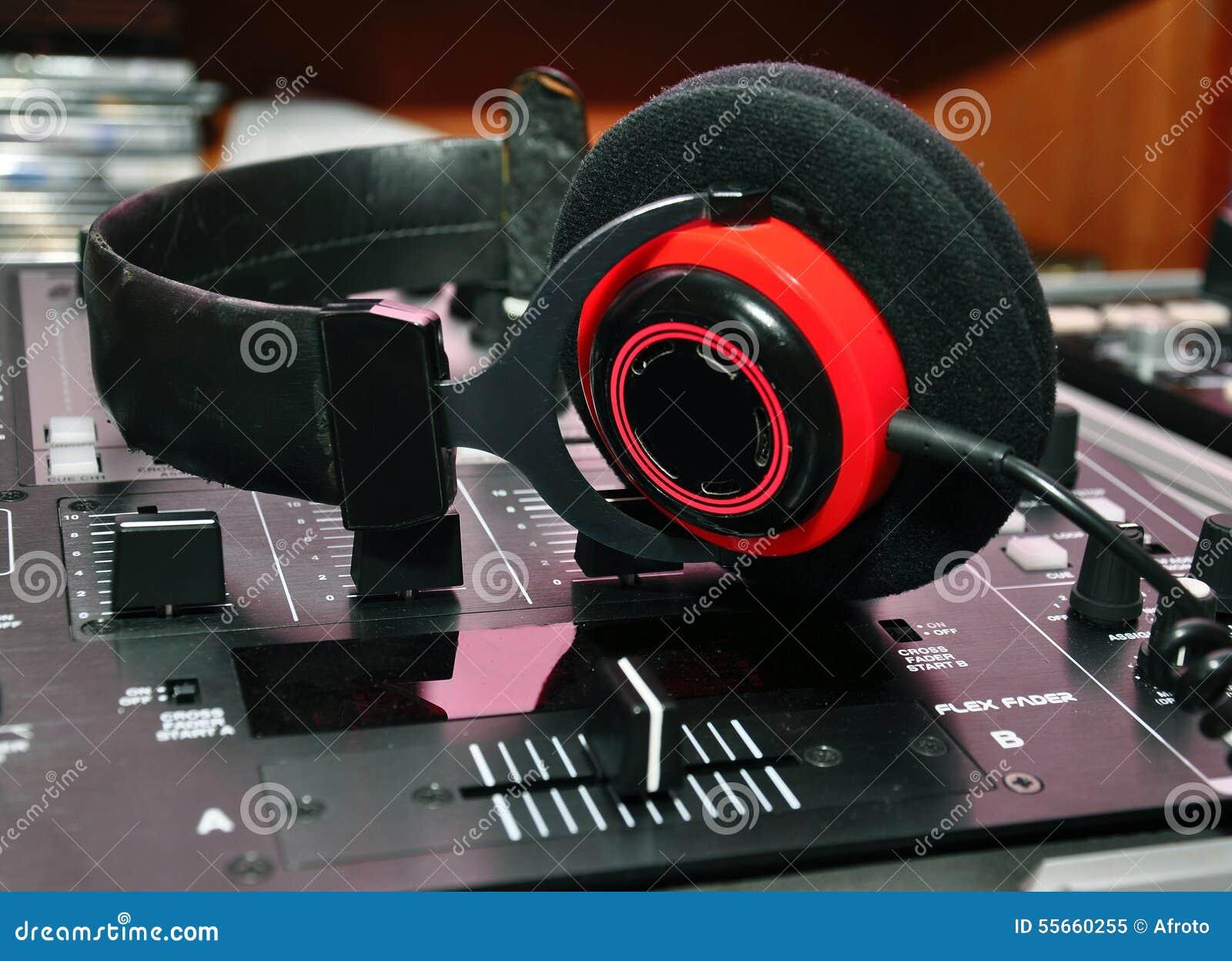 Dj-hörlurar och blandare