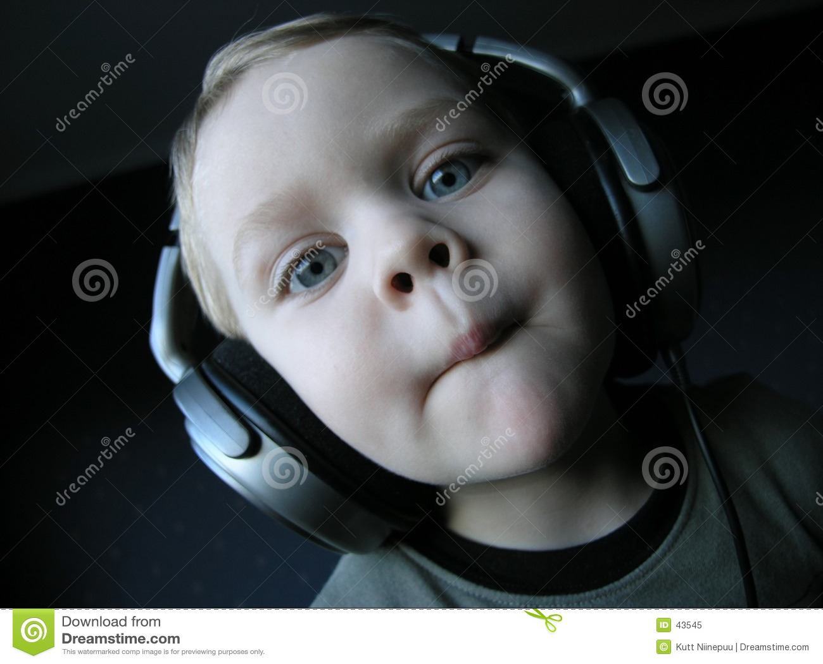 Download DJ joven 4 imagen de archivo. Imagen de divertido, concentración - 43545